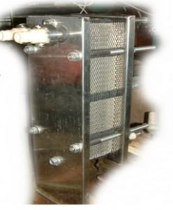 Предназначен для охлаждения молока сразу после выдаивания, устанвливается в молочном отделении коровника. Может применяться в составе доильных установок типа УДМ-200,  «Елочка» .